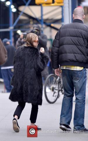 Ashley Olsen - Ashley Olsen leaving her Manhattan apartment - New York City, NY, United States - Saturday 2nd March...