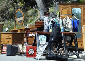 Teri Hatcher Hosts Charity Yard Sale