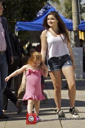 Ariel Winter - 'Modern Family' star Ariel Winter enjoys a day with her sister and extended family at a Farmers...