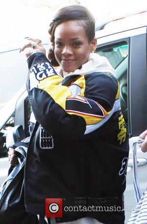 Rihanna - Rihanna arrives at her hotel