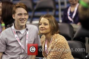 Jodie Foster - Jodie Foster and her sons at the LA Tennis Challenge at Pauley Pavilion - Los Angeles, California,...