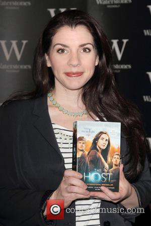 "Twilight Author Stephenie Meyer Hasn't Read ""Smutty"" 50 Shades of Grey Books"