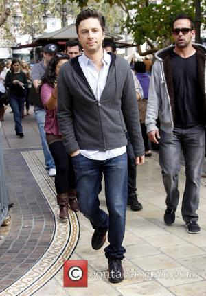 Zach Braff - Celebrities at The Grove to appear on entertainment news show 'Extra' - Los Angeles, California, United States...