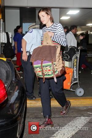 Agyness Deyn - Agyness Deyn arrives at LAX airport wearing a colourful striped shirt - Los Angeles, California, United States...
