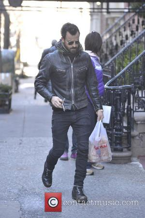 Justin Theroux - Actor Justin Theroux takes a walk in his West Village neighborhood - New York, New York, United...