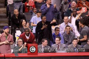 Chris Rock - Celebrities watch the Los Angeles Clippers vs. New York Knicks at the Staples Center - Los Angeles,...
