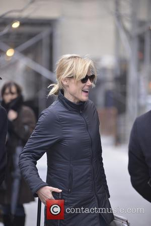 Julie Bowen - Actress Julie Bowen arriving at her hotel in SoHo - New York City, New York, United States...