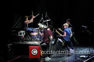One Direction, 5 Seconds Of Summer, 5sos, Luke Hemmings, Michael Clifford, Calum Hood and Ashton Irwin
