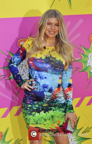 Pregnant Fergie And Husband Josh Duhamel In Skit For Kid's Choice Awards