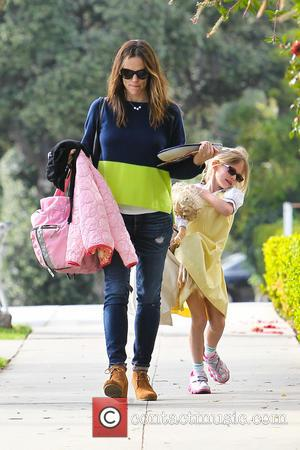 Jennifer Garner and Violet Affleck - Jennifer Garner collects her daughter Violet from school - Los Angeles, Californa, United States...