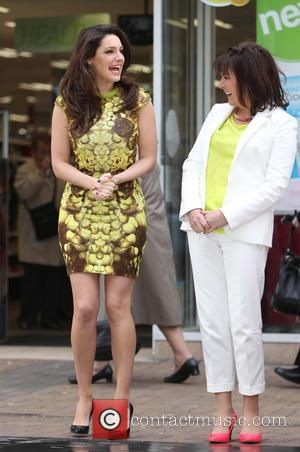 Kelly Brook and Lorraine Kelly - Kelly Brook and Lorraine Kelly film an advert for ITV in a busy London...