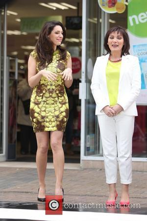 Lorraine Kelly - Kelly Brook and Lorriane kelly film an advert for ITV - London, United Kingdom - Tuesday 26th...