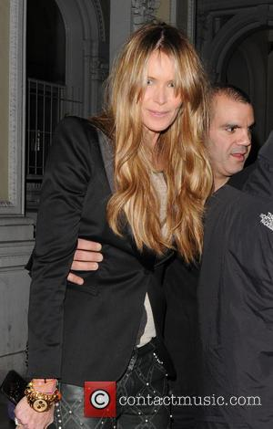Elle Macpherson Auctioning Off Tea Date For Charity