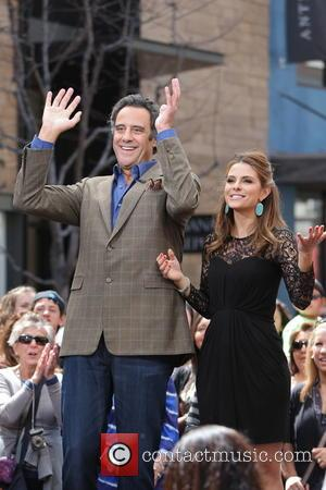 Brad Garrett and Maria Menounos - Brad Garrett is interviewed by Maria Menounos for television show