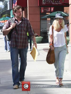 Tori Spelling and Dean McDermott - Tori Spelling and Dean McDermott leave a doctors office in Beverly Hills - Los...