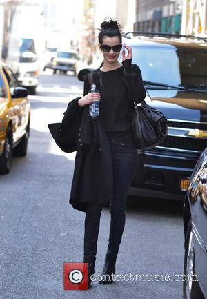 Krysten Ritter - Actress Krysten Ritter seen hauling her purple luggage across the street to an awaiting car. - New...