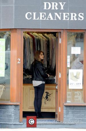Samia Ghadie - Actress and 'Dancing on Ice' star Samia Ghadie collects some clothes from a local dry cleaners -...