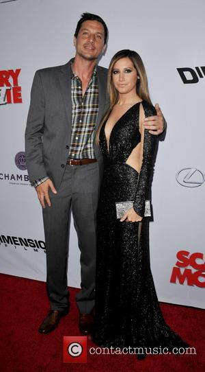 Simon Rex and Ashley Tisdale