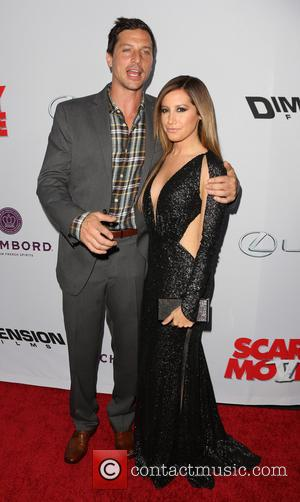 Simon Rex and Ashley Tisdale - Premiere of 'Scary Movie 5' at ArcLight Cinemas Cinerama Dome in Hollywood - Hollywood,...