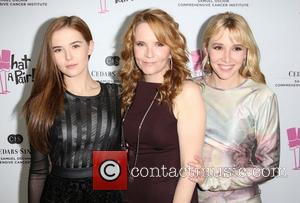 Zoey Deutch, Lea Thompson and Madelyn Deutch