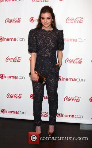 Hailee Steinfeld - 2013 CinemaCon Big Screen Achievement Awards at Caesars Palace Resort and Casino - Las Vegas, Nevada, United...