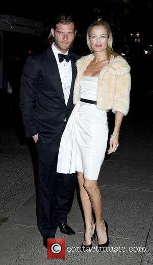 Carolyn Murphy - Tiffany's Blue Book Ball-Outside Arrivals - New York, NY, United States - Thursday 18th April 2013