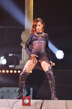 Rihanna Reportedly Suing Topshop Bosses Over T-shirts