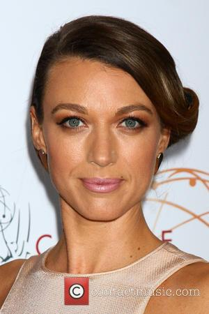 Tv Actors Natalie Zea And Travis Schuldt To Wed