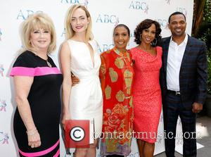 Gloria Gebbia, Amber Valletta, Dolores Robinson, Holly Robinson Peete and Mike Epps