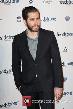 Jake Gyllenhaal Supports Military Veterans With Poetry Reading
