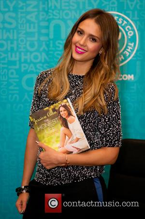 Jessica Alba - Jessica Alba signs copies of her book 'The Honest Life' at Book People - Austin, Texas -...