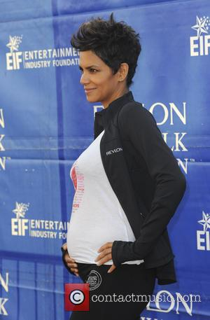 Halle Berry - Celebrities attend the 20th Annual EIF Revlon Run/Walk for Women in Los Angeles at Los Angeles Memorial...