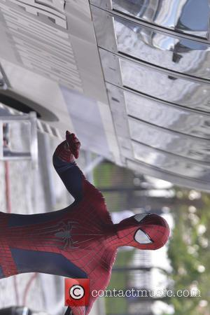 Andrew Garfield - Andrew Garfield gets into character as he films scenes for 'Amazing Spiderman 2' in Brooklyn - New...