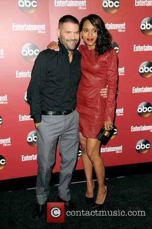 Guillermo Diaz and Kerry Washington
