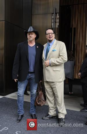 Trace Adkins and Penn Jillette - Celebrities outside their hotels in New York City - New York City, NY, United...