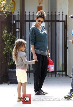 Halle Berry and Nahla Aubry - A pregnant Halle Berry and her daughter Nahla on the school run - Los...