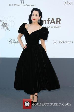 Dita Von Teese Pays Tribute To Tragic Burlesque Performer