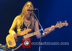 Haim Star's Bra Thrill At Lollapalooza