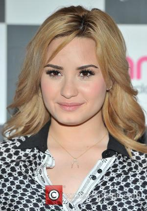 Demi Lovato - Demi Lovato meets fans and sign copies...