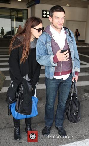 Zosia Mamet and Evan Jonigkeit - 'Girls' actress Zosia Mamet arrives at LAX airport with her boyfriend - Los Angeles,...