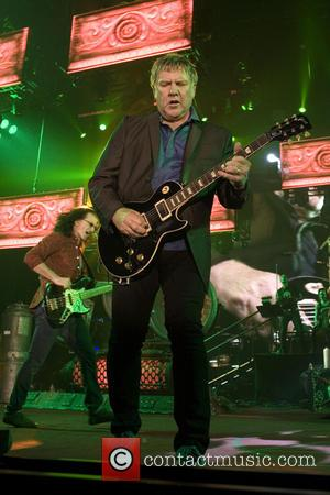 Alex Lifeson - Rush performing live at the SECC in Glasgow - Glasgow, United Kingdom - Thursday 30th May 2013