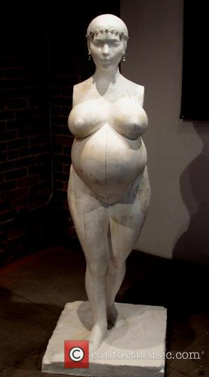 Daniel Edwards and Kim Kardashian - Sculptor Daniel Edwards has created a sculpture of Kim Kardashian called