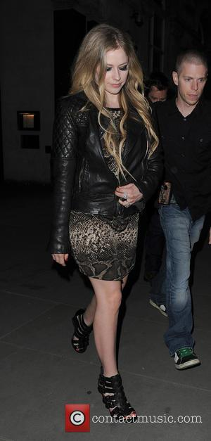 Avril Lavigne - Avril Lavigne leaving her hotel to go to dinner in Mayfair - London, United Kingdom - Wednesday...