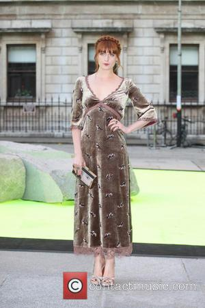 Florence Welch Sings For The Fashion Crowd At Charity Gala