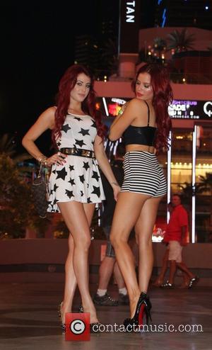 Melissa Howe and Carla Howe - The Howe Twins, Melissa Howe and Carla Howe seen on the Las Vegas Strip...