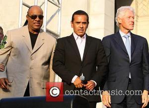 Stevie Wonder, Mayor Antonio Villaraigosa and President Bill Clinton