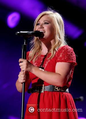 Kelly Clarkson - The 2013 CMA Music Festival Day 3...