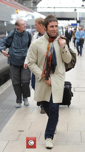 Liam Gallagher - Liam Gallagher arrives at Manchester Piccadilly train station with members of Beady eye - Manchester, United Kingdom...