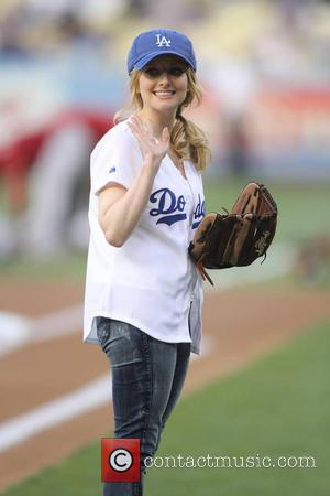Melissa Rauch - Melissa Rauch throws out the first pitch at the LA Dodgers vs. Arizona Diamondbacks game - Los...