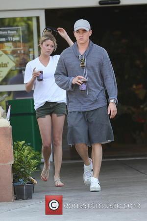 Jesse McCartney - Jesse McCartney leaving bristol Farms with his new girlfriend - Los Angeles, CA, United States - Monday...